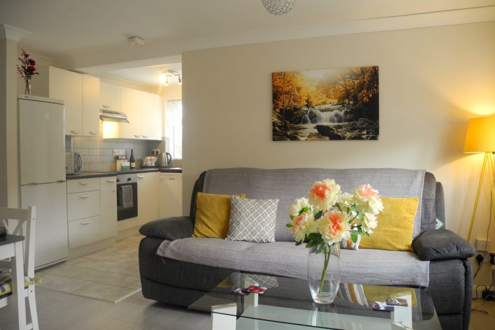 Sofa-Jardine-apartment-Kings-Lynn-short-stay-holiday-let-rental-999x666 Accommodation